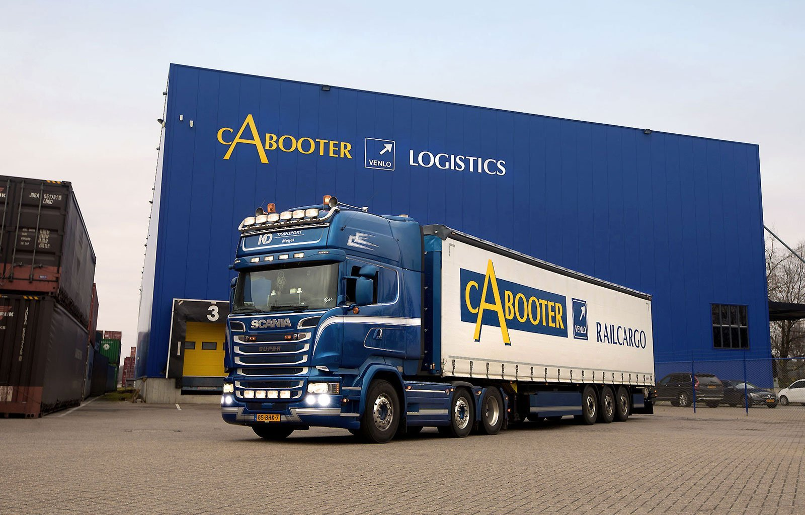 blue terminal truck cabooter