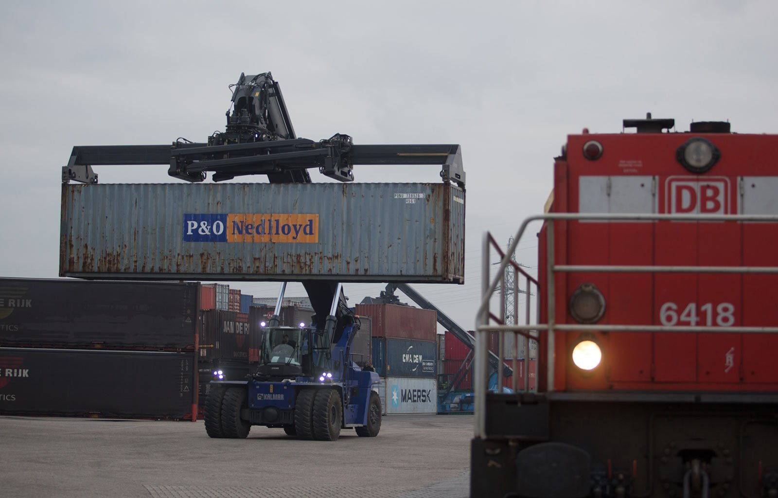Kalmar eco reachstacker containers picking up container